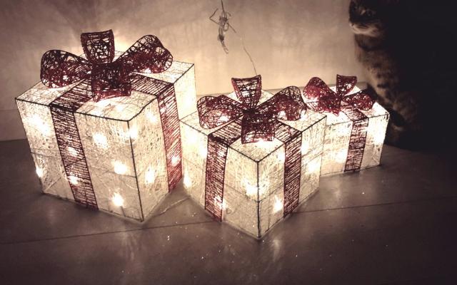 Wallpaper christmas, gift, light, new year, lamp