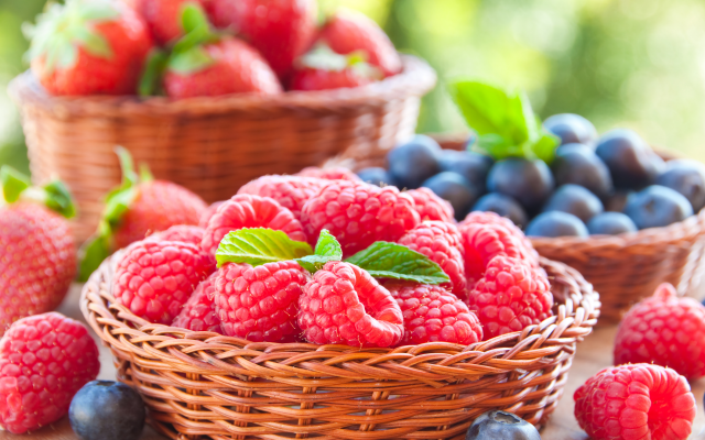 7000x4649 pix. Wallpaper berry, fresh berries, raspberry, blueberry, food