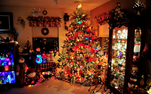 2560x1703 pix. Wallpaper christmas tree, lights, toys, interior, house, holidays