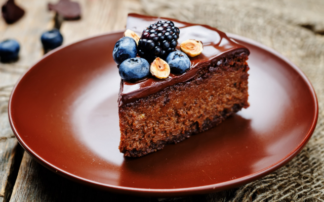 2048x1356 pix. Wallpaper chocolate, cake, berry, dessert, blackberry. blueberry
