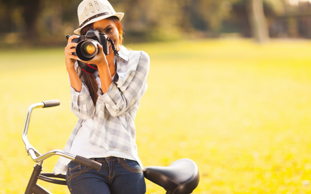 2560x1600 pix. Wallpaper girl, camera, photo, smiling, bicycle, hat, jeans, women