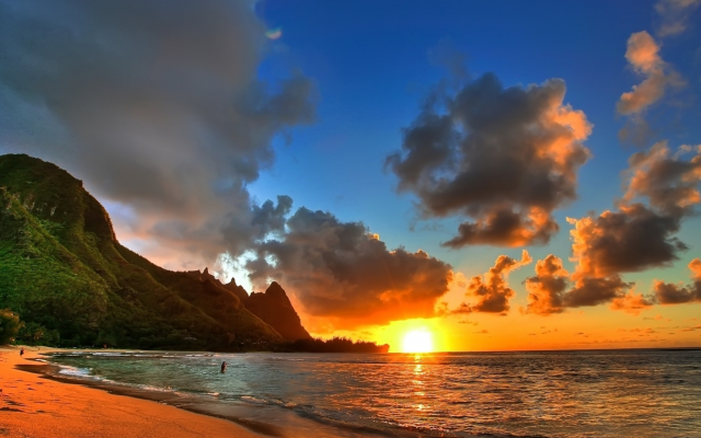 2560x1440 pix. Wallpaper sunset, sea, beach, hawaii, shore, mountains, sun, clouds, nature