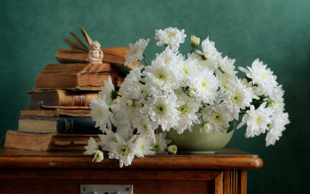 2048x1365 pix. Wallpaper still-life, table, book, vase, flowers, chrysanthemum, nature