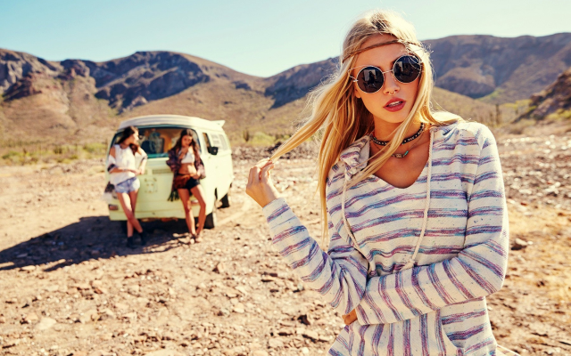 1920x1280 pix. Wallpaper women, three girls, van, sunglasses, blonde, scarlett leithold, hippy