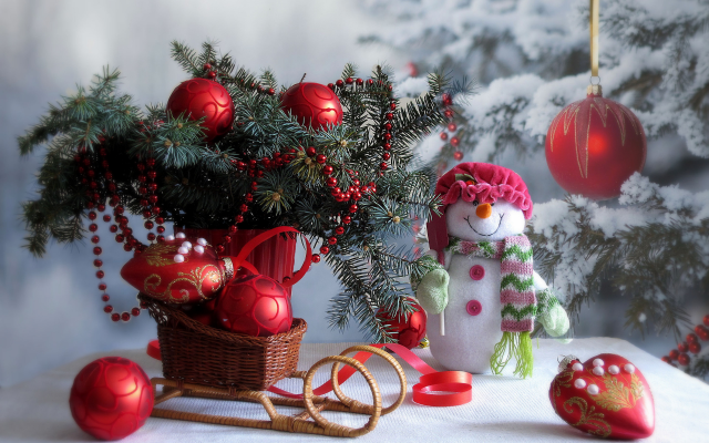2560x1920 pix. Wallpaper holidays, new year, christmas, table, branches, spruce, toys, decorations, snowman