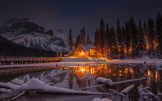 2000x1328 pix. Wallpaper snow, lake, house, bridge, mountains, forest, sky, reflections, winter, nature