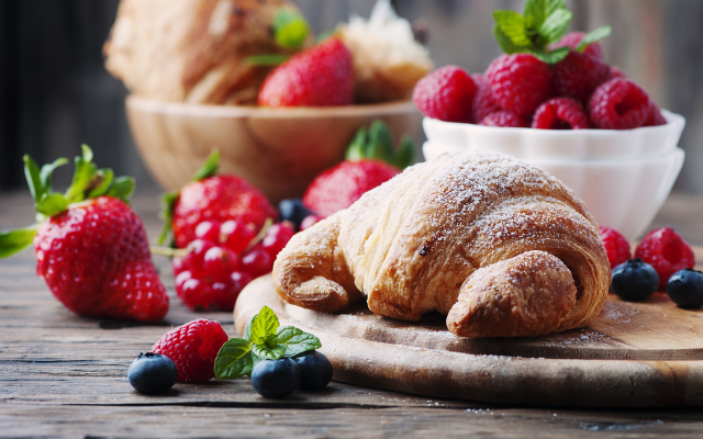 4226x2807 pix. Wallpaper strawberry, blueberry, raspberry, croissants, pastries, food