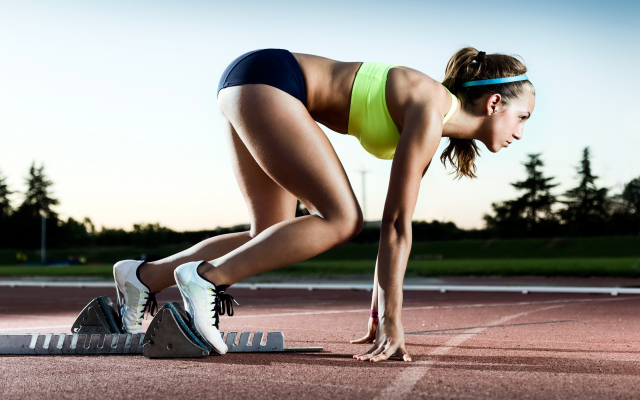 2880x1800 pix. Wallpaper sport, womae, girl, running, pose, sport, tanned, athlete, start line