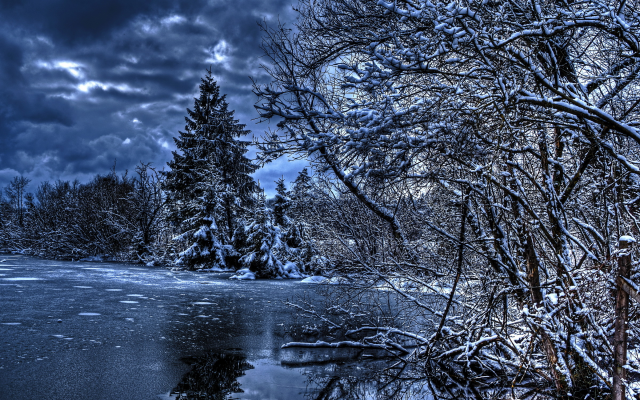 2400x1600 pix. Wallpaper nature, winter, river, trees, fir trees, sky, clouds, forest