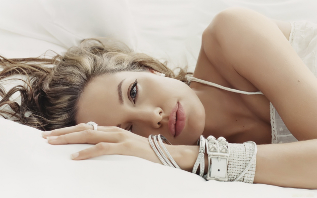 1920x1200 pix. Wallpaper Angelina Jolie, actress, lips, hairs, bed