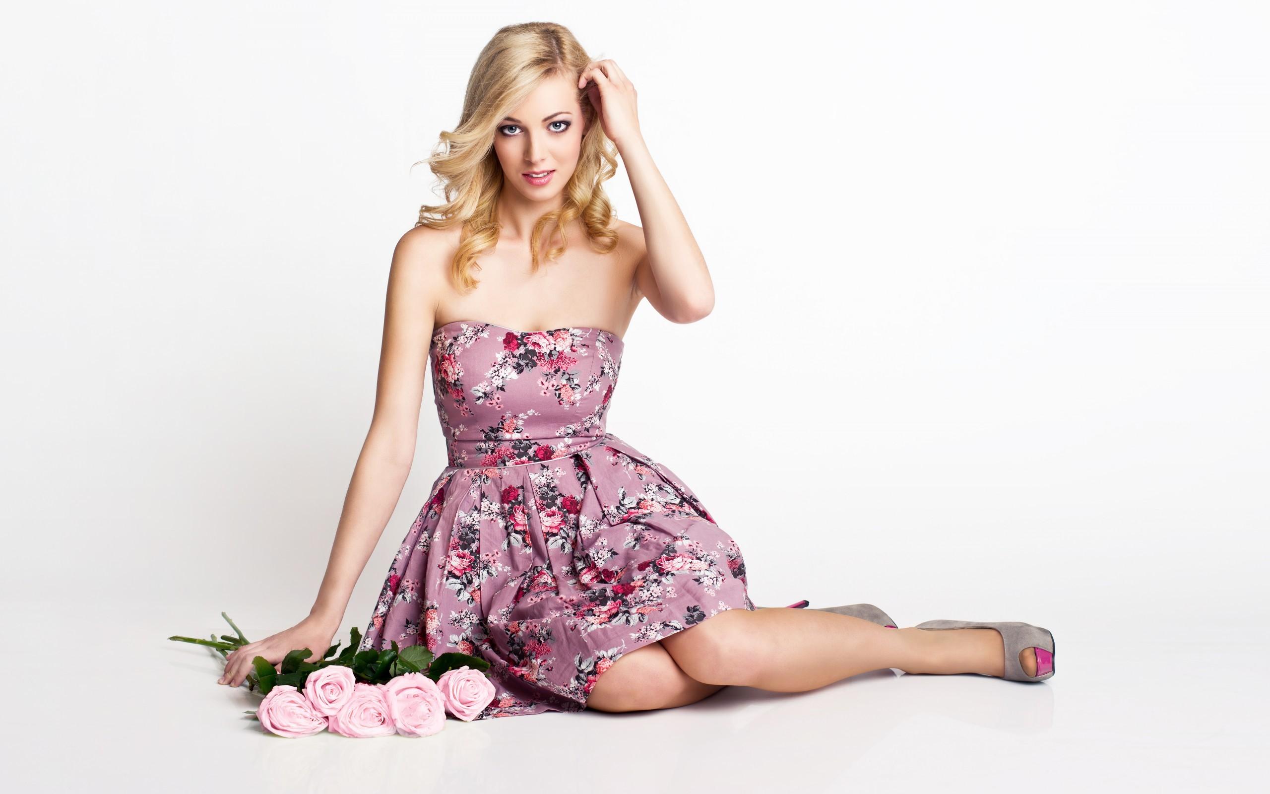 Фото девушке в платье вставили 22 фотография