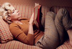 My Week with Marilyn, Michelle Williams, actress, women, blonde, sweater, couch, reading wallpaper