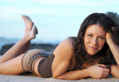 Evangeline Lilly, women, brunette, green eyes, smiling, beach, shorts, smile wallpaper