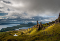Old Man of Storr, Scotland, island, Skye, sea, lake, mountains, clouds, grass, nature wallpaper