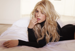 shakira, hairs, blode, in bed, actress, singers, music wallpaper