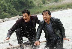 skiptrace, jackie chan, benny black, johnny knoxville, connor watts, actors, movies, river, wet, suit wallpaper