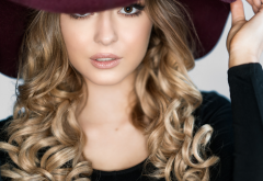 women, portrait, hat, face, wavy hair wallpaper