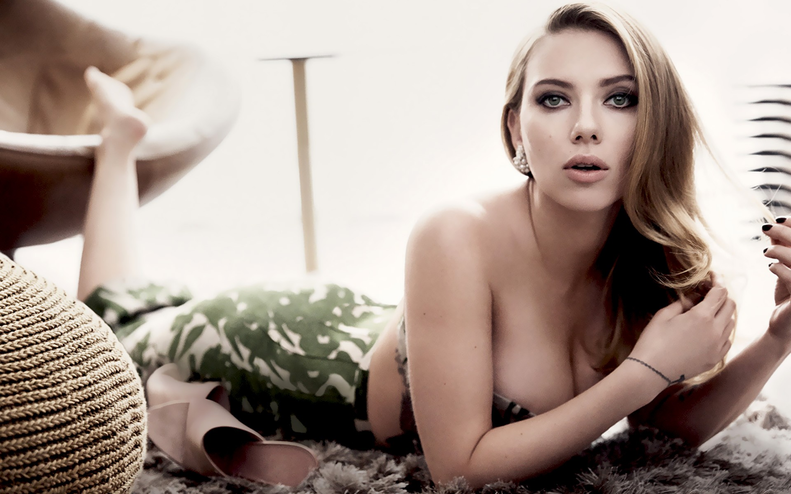 Download 2560x1600 Scarlett Johansson Actress Long Hairs Women