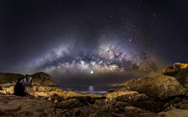 2000x1250 pix. Wallpaper Milky Way, galaxy, long exposure, moon, starry night, sea, stars, nature, landscape, space
