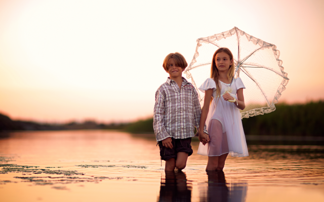 5040x3428 pix. Wallpaper kids, boy, girl, water, lake, umberlla, sunset
