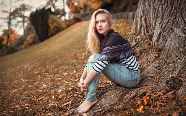 Wallpapers Tree, Women, Outdoors, Blonde, Torn Jeans, Barefoot-7662