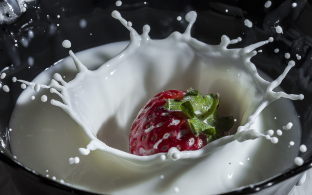 2080x1387 pix. Wallpaper milk, berry, strawberry, splash, macro, food