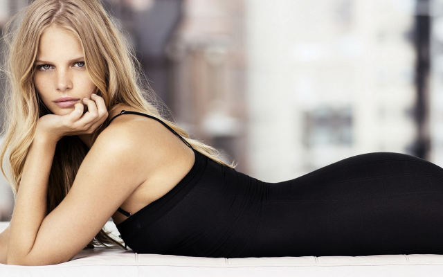 1920x1200 pix. Wallpaper Marloes Horst, model, blonde, lying on front, black dresses, gray eyes, long hair, juicy lips, women
