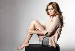 Margot Robbie, actress, jeans shorts, legs, brunette wallpaper