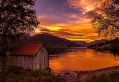 nature, landscape, boathouses, lake, sunset, Norway, trees, mountain, sky, clouds, shrubs, water, go wallpaper