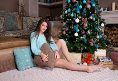 vanda mey, brunette, christmas Tree, gift, carpet, pillow, sweater, legs , women, model wallpaper
